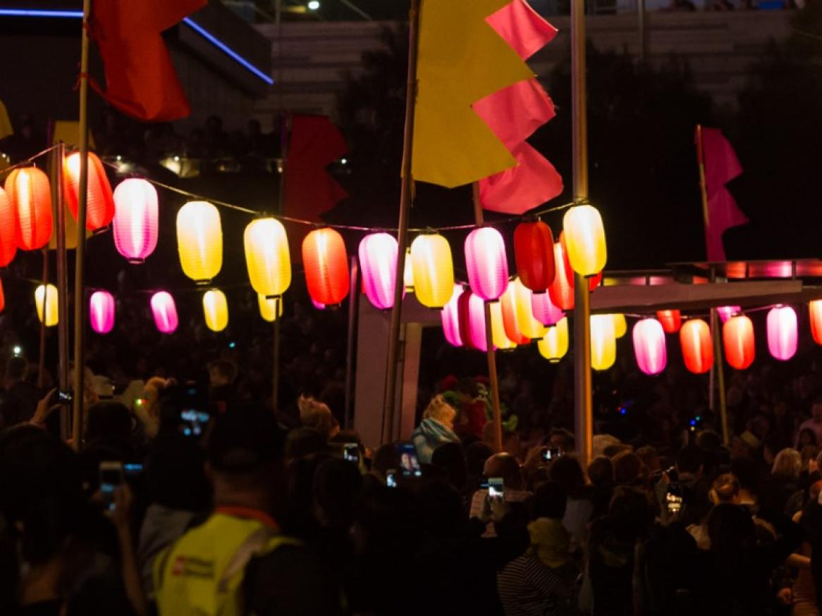 moon lantern parade dragon
